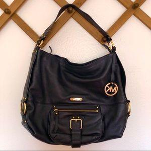 Michael Kors Leather medium size shoulder bag.